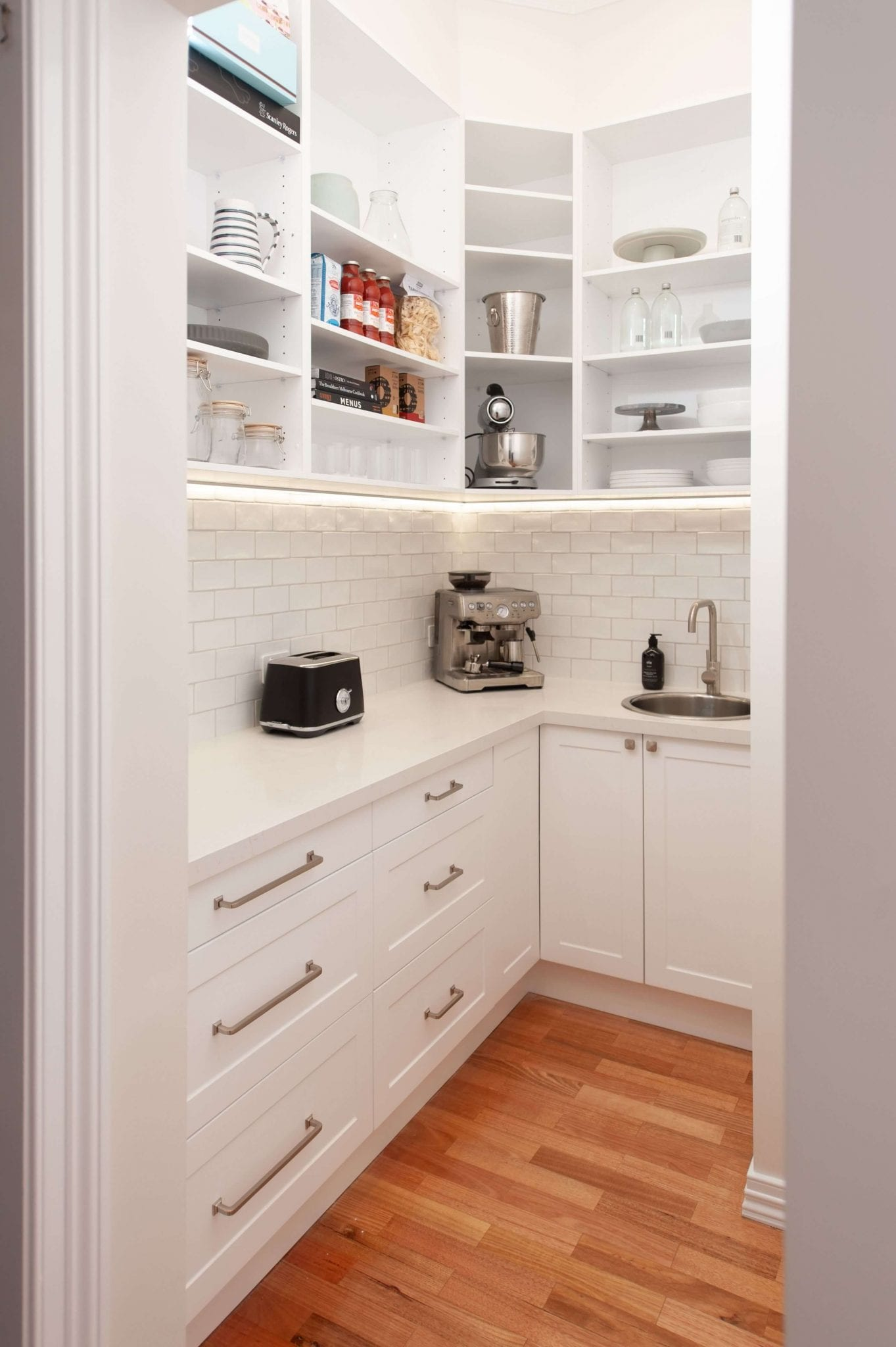 Kitchen designed by Mary Maksemos (Mary Maksemos Design)